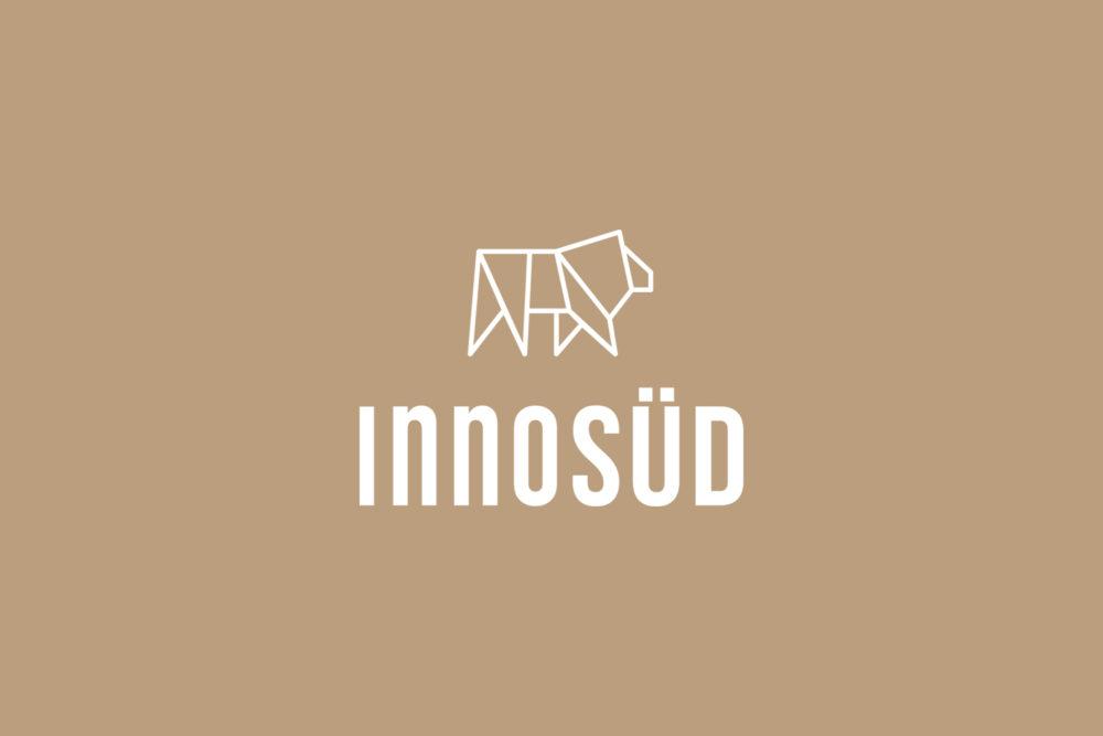 InnoSÜD Logo weiß auf beigefarbigem Untergrund
