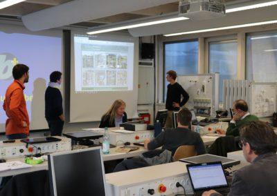 Teilnehmer des Workshops simulieren mithilfe eines Computerspiels klimapolitische Zusammenhänge.