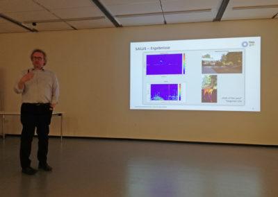 Prof. Dr. Hubert Mantz von der Technischen Hochschule Ulm zeigte, wie Radarsensorik den Straßenverkehr sicherer machen kann.
