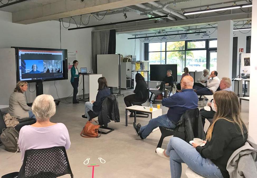 """Digitale Angebote für Senior:innen: Kreativ-Workshops mit Unternehmen und Senior:innen im InnoSÜD-Teilprojekt """"Senior IT Think Tank"""" gestartet"""